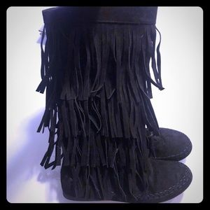 Suede like fringe boots